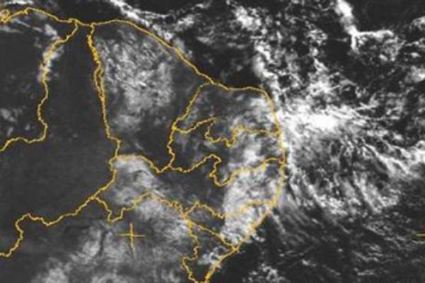 Imagens de satélite mostram nuvens sobre o litoral leste potiguar
