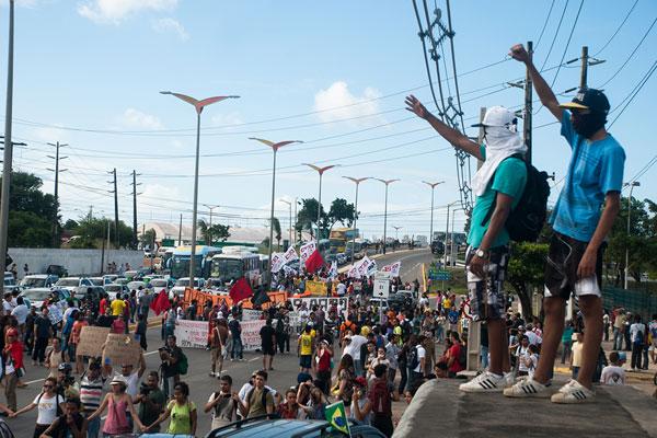 Cerca de 300 manifestantes estiveram no protesto em Fortaleza