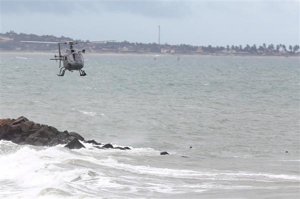Helicóptero Potiguar 1 trabalha nas buscas pelos adolescentes