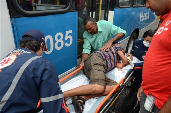 Socorristas da Samu prestaram socorro ainda no local do acidente