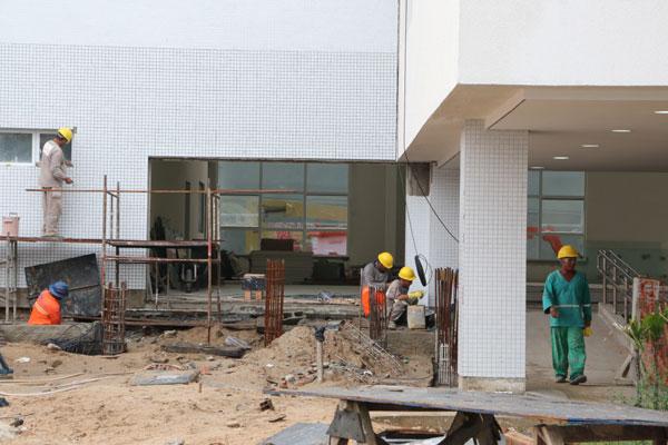Terminal de Passageiros do Porto está 97% concluído: trabalhadores eram vistos na obra, ontem