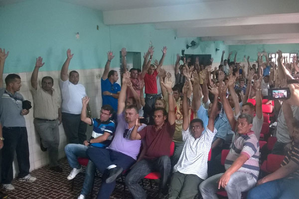 Continuidade da greve foi aprovada por unanimidade em assembleia dos rodoviários