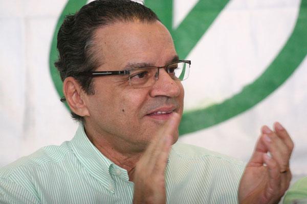 PMDB de Henrique fará convenção no Ginásio Nélio Dias
