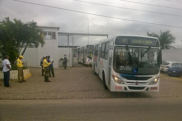Primeiros veículos da empresa Reunidas saíram por volta das 8h