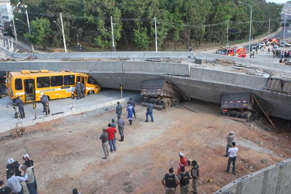 Pelo menos 19 pessoas ficaram feridas no desabamento em Belo Horizonte