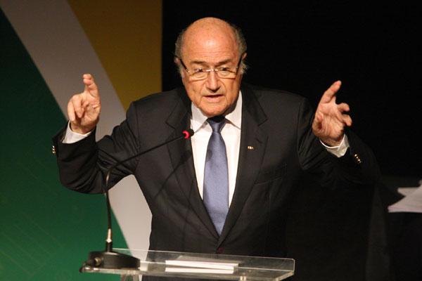 Joseph Blatter anunciou decisão nesta sexta-feira (26)