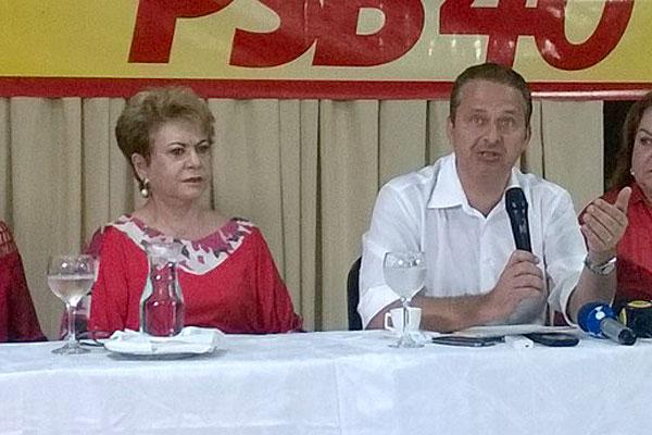 Wilma de Faria e Eduardo Campos participaram da entrevista coletiva
