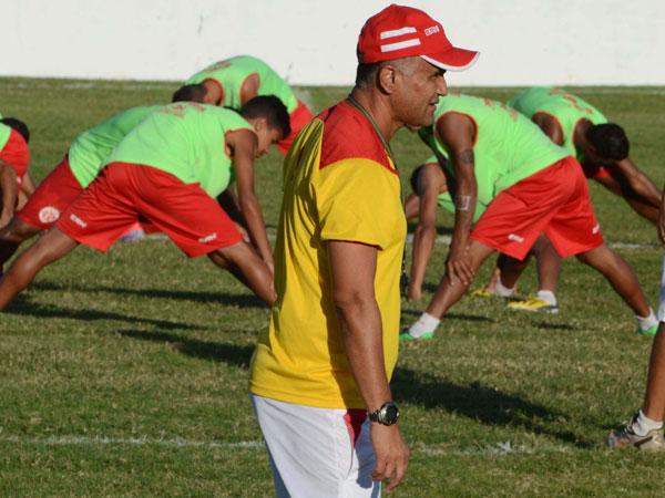 Oliveira Canindé espera por uma equipe equilibrada em campo