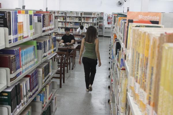 Pesquisa realizada pelo IDE aponta que mulheres são maioria dos leitores e zona Norte é a região que mais lê em Natal