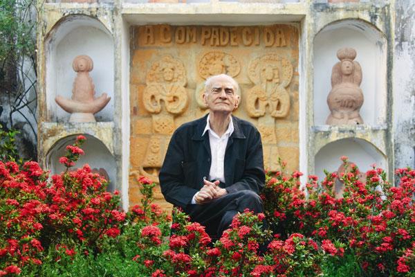 Admirador do folclorista Câmara Cascudo e dos versos de Fabião das Queimadas, era Doutor Honoris Causa da Universidade Federal do RN e tornou-se cidadão natalense em 2007