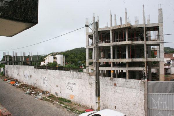 Prédio em terreno na Vila de Ponta Negra teria 18 andares e impediria a visão do Morro do Careca
