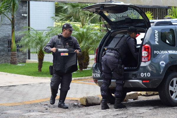 Onze equipes da Polícia Militar deram apoio ao Ministério Público na operação de busca e apreensão em Natal, Parnamirim e Ceará-Mirim