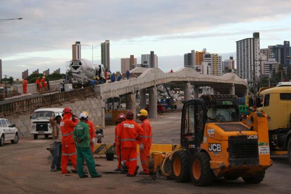 Obras no viaduto da BR-101 vão continuar por mais dez dias