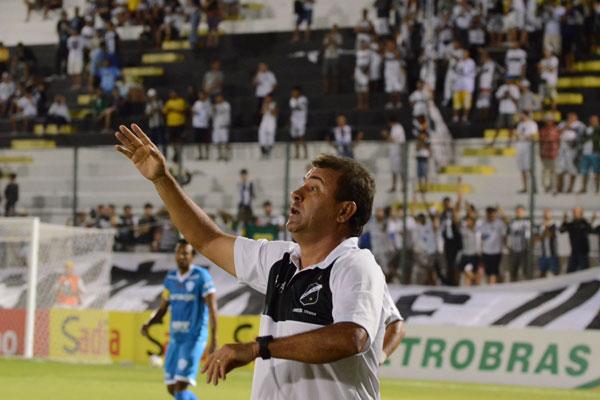 O técnico Zé Teodoro ganhou opções para mudar a equipe do ABC, mas não revelou a escalação