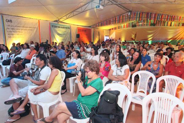 Tenda dos Autores, na praia da Pipa, recebe público para debate sobre João Ubaldo Ribeiro, tendo como convidado o poeta Abel Silva