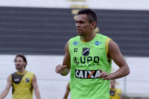 O atacante João Paulo foi o escolhido de Zé Teodoro para ser o companheiro de Rodrigo Silva no primeiro treino da semana