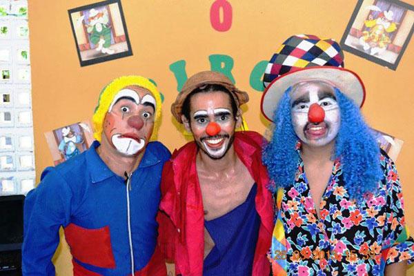"""""""Coringa"""" (ao centro) iniciou carreira em Umarizal e ajudou a criar a Cia Arte e Riso"""