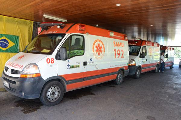 Na manhã de ontem, 11 carros do Samu Natal e Metropolitano ficaram 'presos' na porta do Walfredo