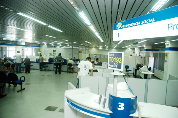 Dúvidas sobre pagamento podem ser esclarecidas nos postos ou na central de teleatendimento