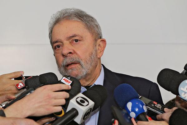 Ex-presidente afirmou que não teve condições de falar sobre Eduardo Campos ontem