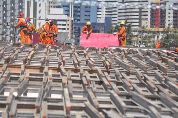 Apesar da expansão global do emprego, atividades como a construção tiveram resultado negativo