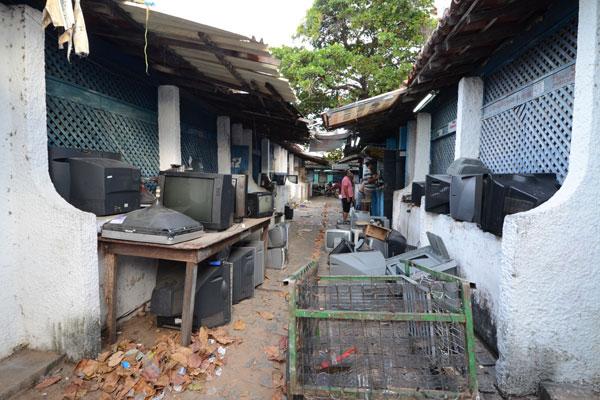 Mercado tem estrutura danificada em vários pontos e laudo deve apontar demolição dos boxes