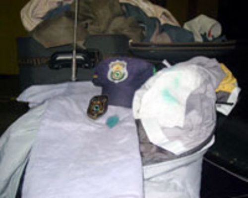 FLAGRA - Testes feitos pela polícia detectaram cocaína impregnada nas roupas