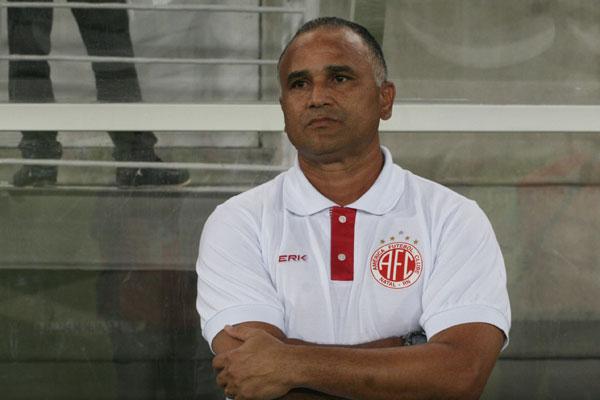 Oliveira Canindé foi demitido após quarta derrota consecutiva na Arena das Dunas