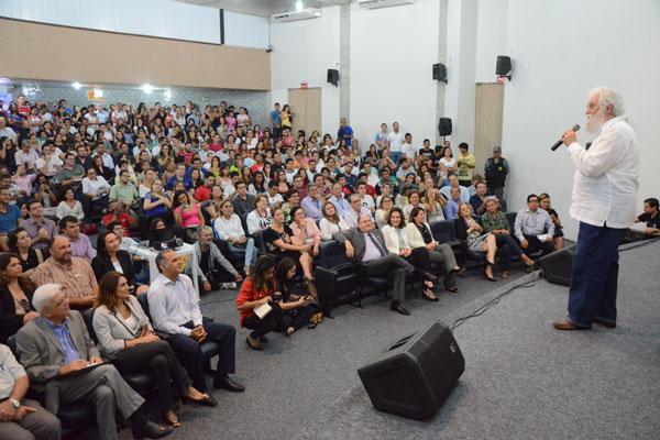 Leonardo Boff proferiu palestra para os novos ingressos da UFRN