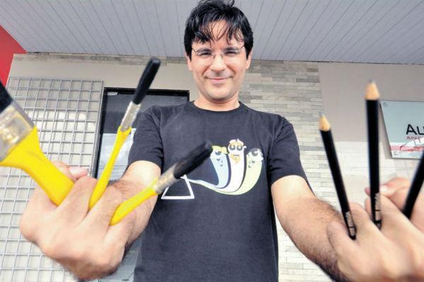 Marcos Guerra, roteirista de quadrinhos e editor do selo K-Ótica, prepara abertura da nova loja para sábado (30)