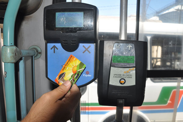 Sistema que unifica a bilhetagem no sistema de transporte continua sem data para sair do papel