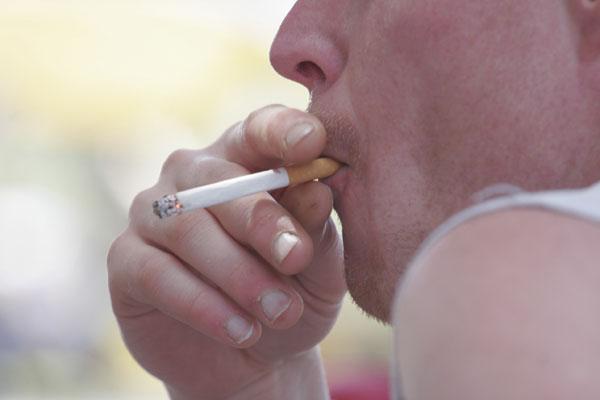 Aditivos tornam fumaça mais fácil de inalar, aumentando níveis de nicotina no sangue e cérebro