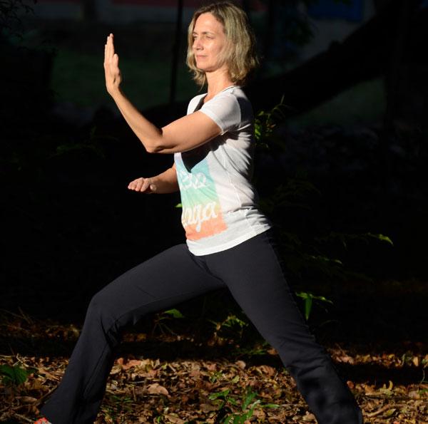 Prática oriental, misto de meditação e artes marciais, Tai Chi Chuan é grande aliado para atenuar sintomas de doenças como a fibromialgia, osteoporose, insuficiência cardíaca, artrose e até mesmo depressão em idosos