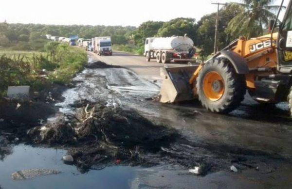 Após desocupação dos manifestantes, PRF iniciou limpeza da BR-406 em João Câmara