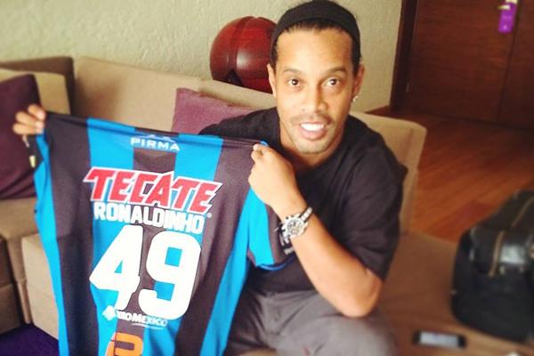 Ronaldinho Gaúcho chegou ao Querétaro em setembro de 2014
