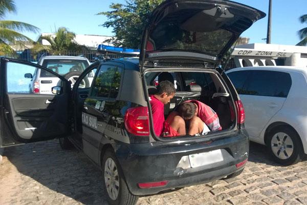 Suspeitos foram presos após denúncia de caseiro