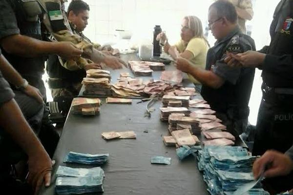 Polícia Militar recuperou o dinheiro na manhã desta segunda-feira