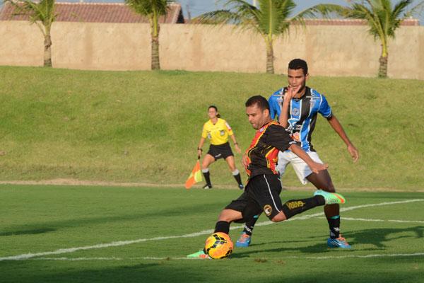 Rogerinho teve uma grande atuação e fez o gol da vitória do Globo contra o Porto, no Barrettão