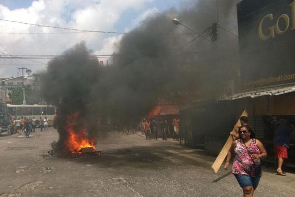DVDs foram incendiados para bloquear o trânsito