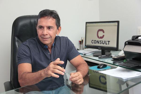 Paulo de Tarso Teixeira é pesquisador, professor da Universidade Federal do Rio Grande do Norte. Ele é fundador e diretor do Instituto Consult, onde atua não apenas no Rio Grande do Norte, mas também realiza pesquisas em outros Estados do país