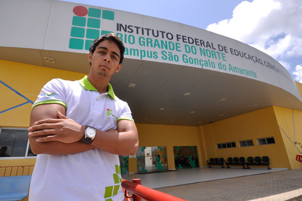Alef Silva de Andrade, 19 anos, já está no último semestre do curso de logística e foi chamado para um estágio na Secretaria de Habitação de São Gonçalo do Amarante