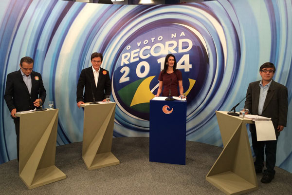 Cleisla Garcia atuou como mediadora do debate na TV Tropical