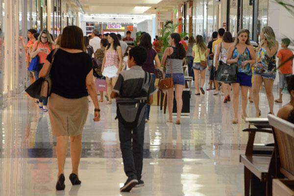 Shopping em Natal: O comércio deve abrir 6 mil vagas temporárias este ano, mas índice de efetivação como empregado permanente pode recuar: É preciso sobressair