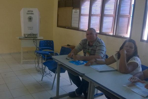 Urna quebra em escola de São Gonçalo do Amarante, eleitores aguardam em fila