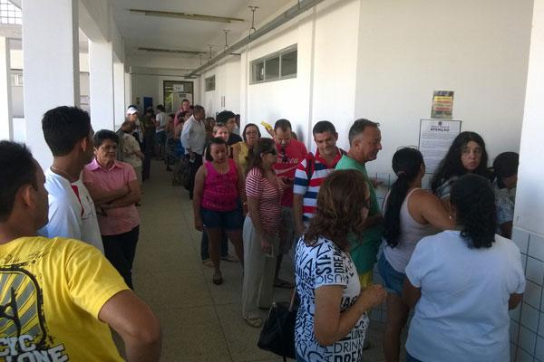 Centro Educacional Jessé Freire está com longas filas