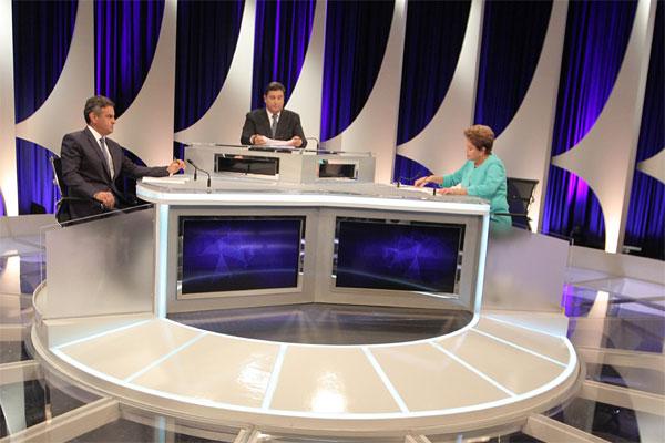 Aécio Neves e Dilma Rousseff participam de debate, mediado pelo jornalista Carlos Nascimento e transmitido pelo SBT