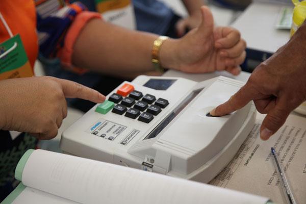 Eleitores vão usar as urnas com biometria no segundo turno da eleição para presidente e governador