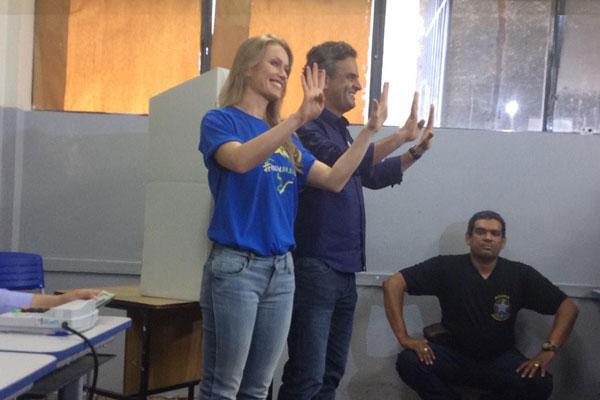 Letícia Weber e Aécio Neves mostraram confiança na eleição do candidato