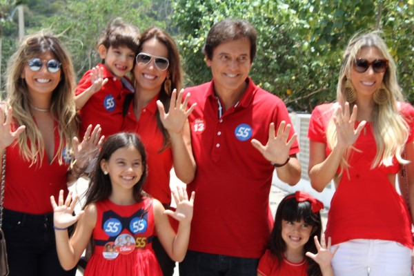 Robinson Faria compareceu ao local de votação em companhia de familiares