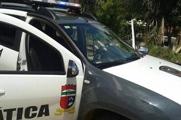 Carro da Polícia Militar foi alvejado com tiros pelos criminosos